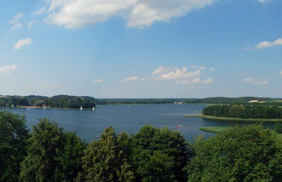 У Польщі через небезпеку заборонили купатися в озері