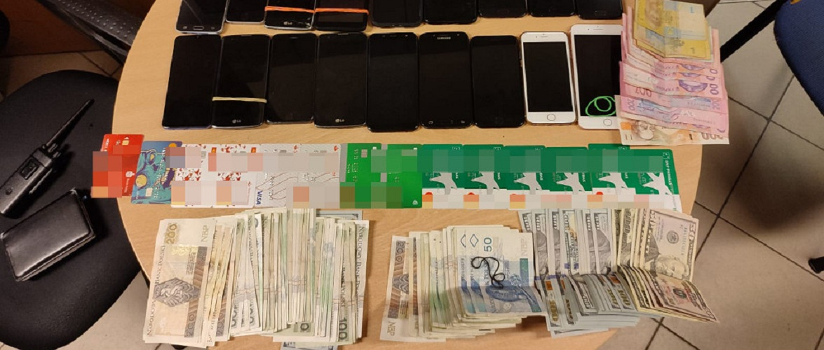 У Варшаві двоє українців обдурили банкомат