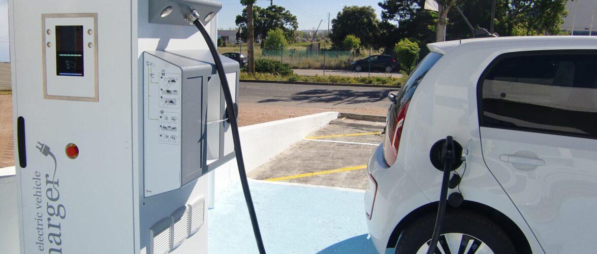 Польща побудує 13 тис. заправок для електроавтомобілів загального користування