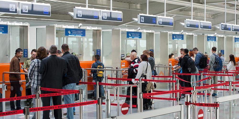 Українець підробив паспорт, щоб не проходити карантин і вилетіти з Польщі до ЄС