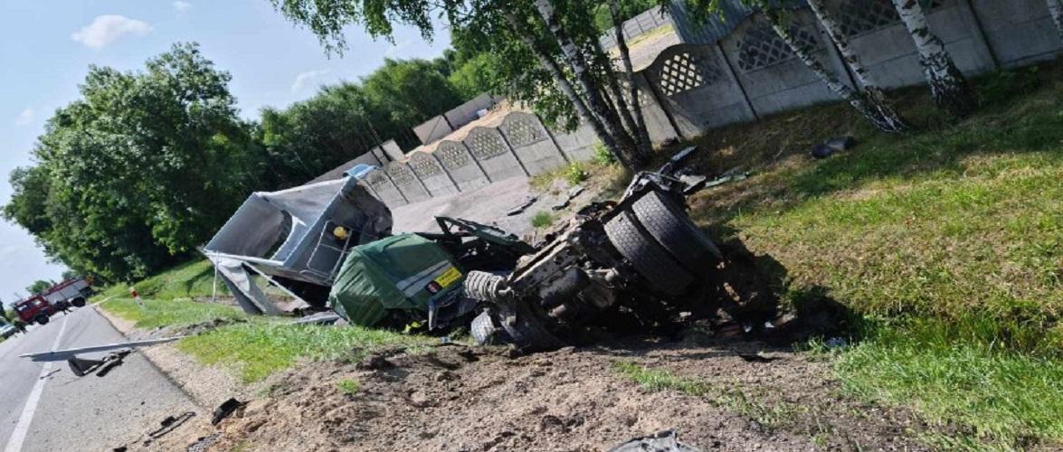 Страшна аварія в Польщі: загинуло 4-ро осіб, серед них — діти [+ФОТО]