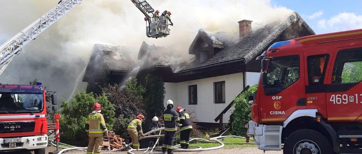 В Польщі загорівся пансіонат: на місце викликали 14 пожежних бригад [+ФОТО]