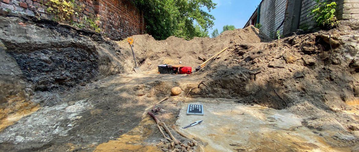 На території колишньої в'язниці у Варшаві викопали людські рештки