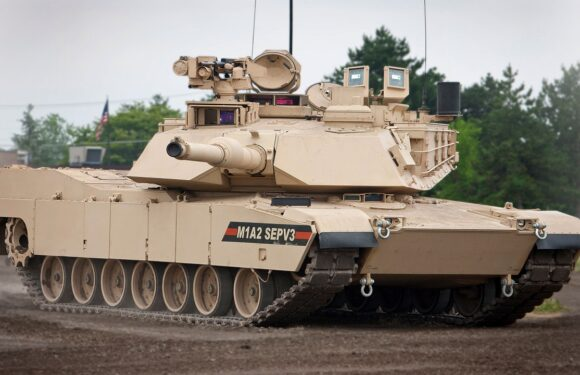 Польський міністр пригрозив розмістити танки на кордоні з Росією