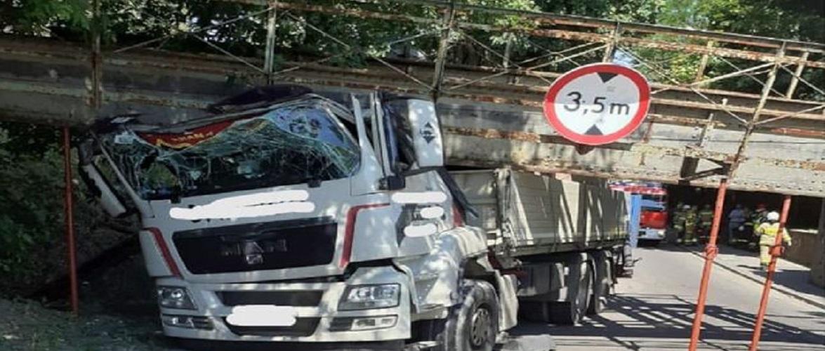 У Польщі завалився віадук: поліція оштрафувала водія вантажівки