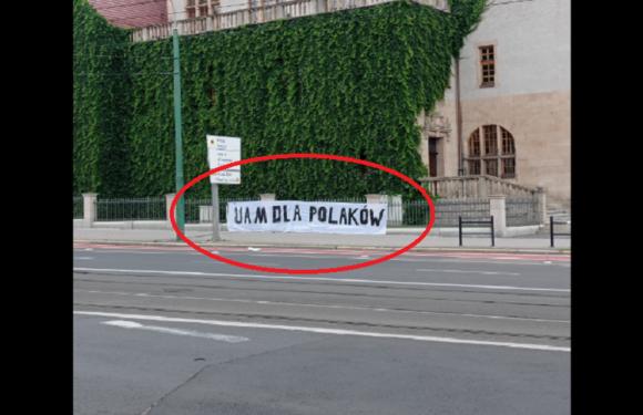 В найстарішому ВНЗ Польщі вивісили плакат «Університет для поляків»