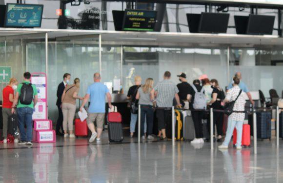 Пілот в Польщі не впустив на літак 30 українців і назвав себе «королем літака»
