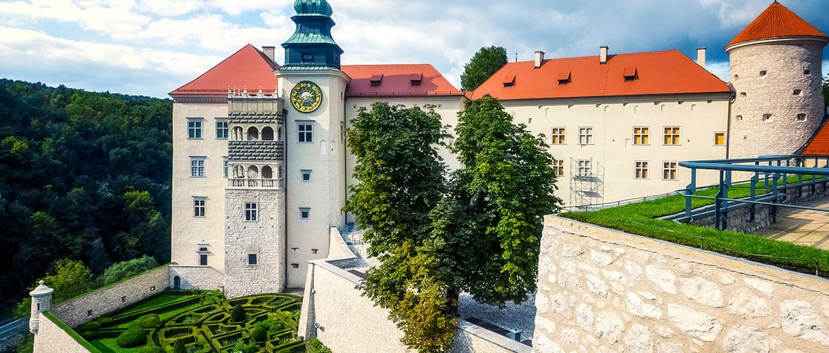 В Польщі загорівся замок, в якому були туристи