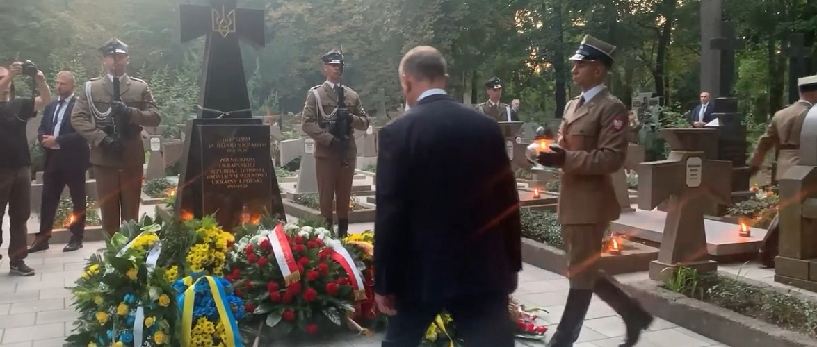Дуда вшанував пам'ять українських солдатів на православному цвинтарі у Варшаві [+ВІДЕО]