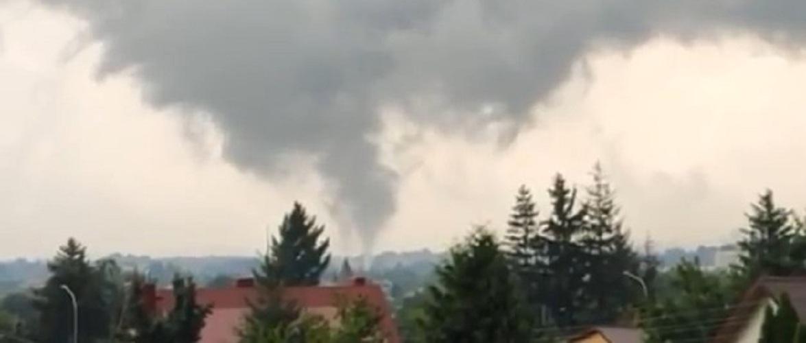 У Польщі над Ряшевом пронеслося торнадо [+ВІДЕО]
