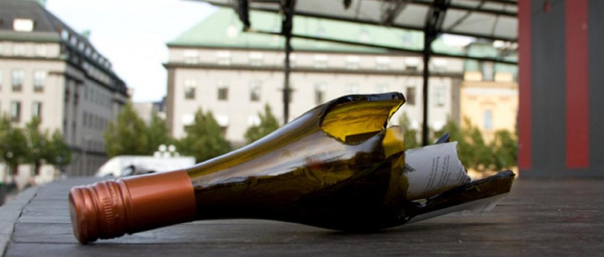 У Польщі семеро осіб кидалися в українця пляшками