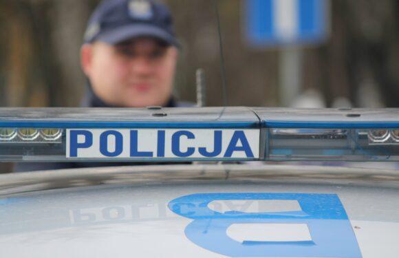 У Варшаві зловили голого чоловіка, який стрибав по автівках