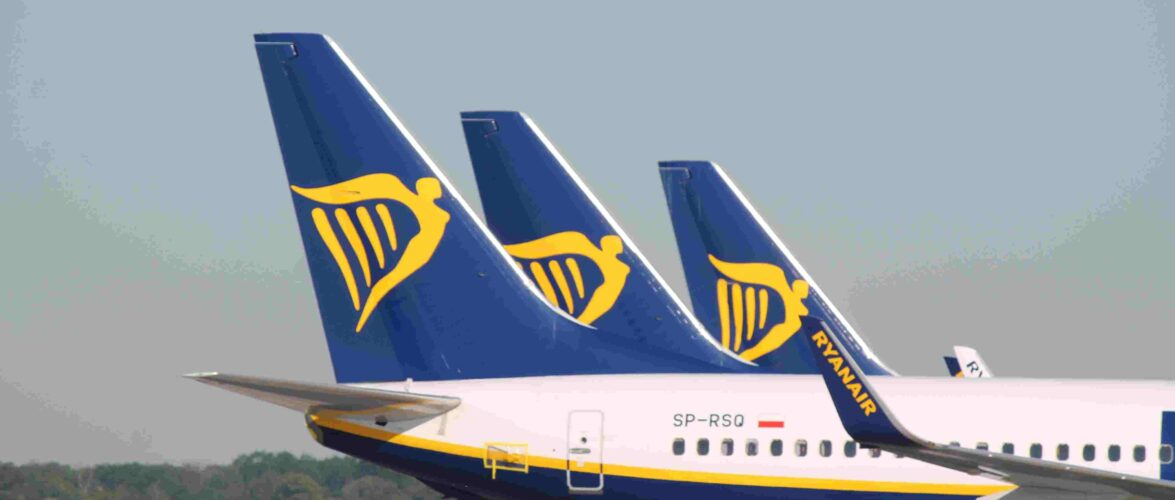 У Польщі літак Ryanair залишив пасажирів в аеропорту: пілот махав людям середнім пальцем