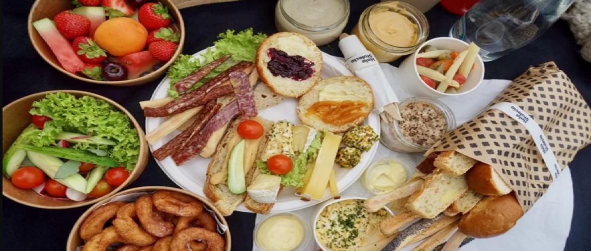 Влаштуй собі пікнік у Вроцлаві: в місті продають готові кошики з набором продуктів для романтичного та сімейного відпочинку