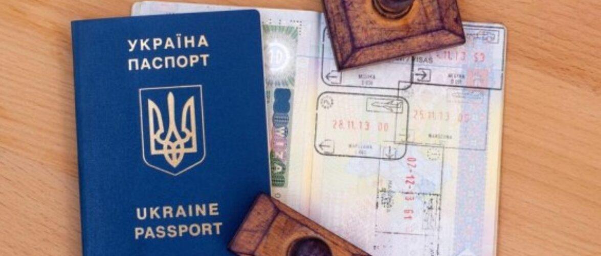 В Польщі депортували українця, який подорожував Європою і сам собі ставив печатки в паспорті