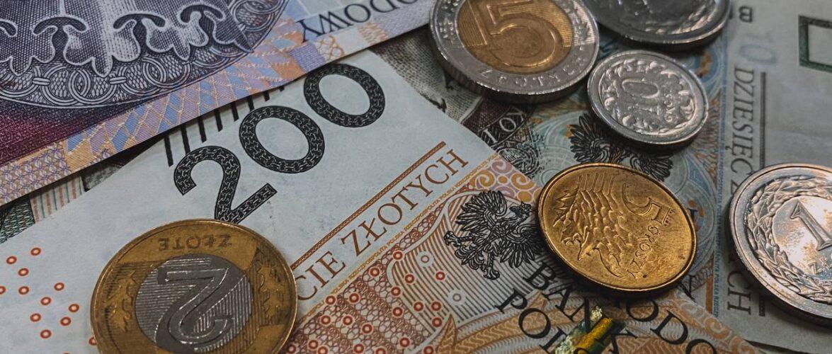 На яку зарплату слід очікувати в Польщі у 2022-у році?