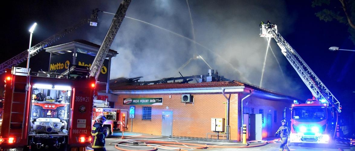У Варшаві вночі згорів супермаркет [+ФОТО, ВІДЕО]