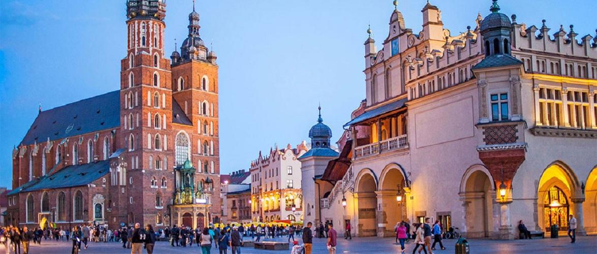 Моравецький не планує локдауну та примусової вакцинації в Польщі