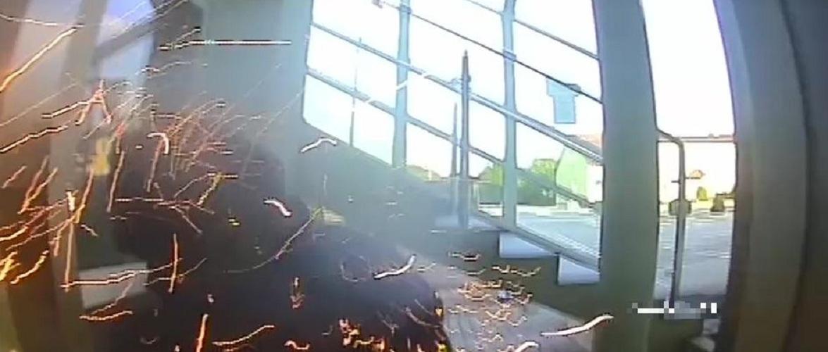 У Польщі 74-річний чоловік зняв капюшон та окуляри, витер лоб… коли грабував банкомат