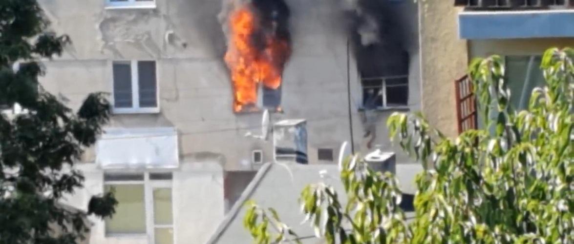 Драматичні кадри з Лодзі — чоловік вистрибнув у вікно через пожежу [+ВІДЕО]