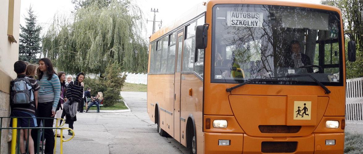 У Малопольщі нетверезий водій автобуса віз до школи 30 дітей