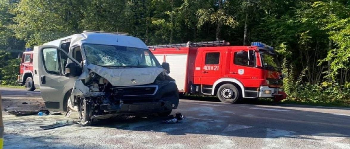 В Польщі п'яний водій врізався в автобус з дітьми: три особи постраждало