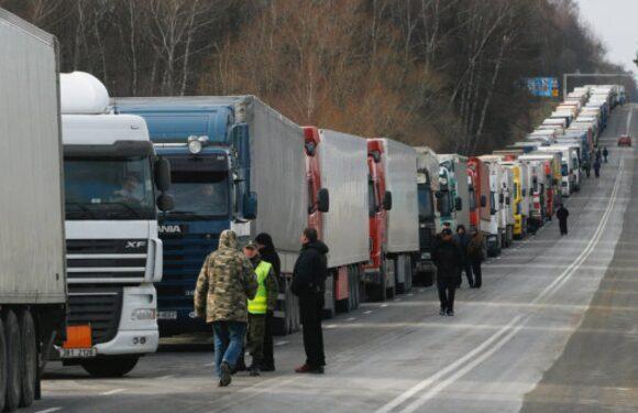 На польсько-литовському кордоні — величезні черги
