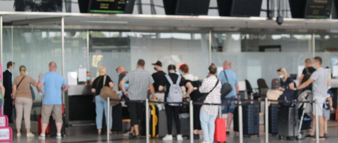 Екс Прем'єр-Міністр України побачив дискримінацію в польському аеропорті  (ВІДЕО)