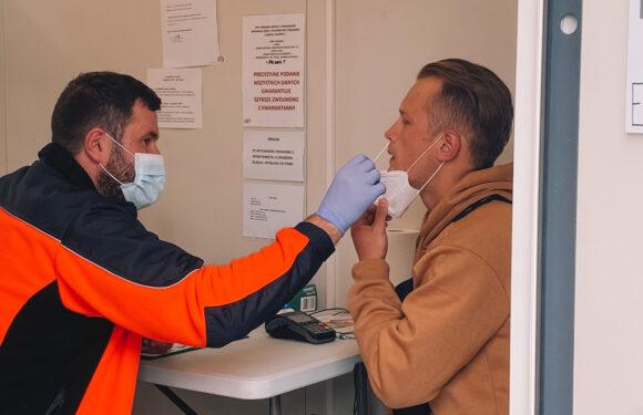 За добу в Польщі зафіксували 975 нових випадків коронавірус