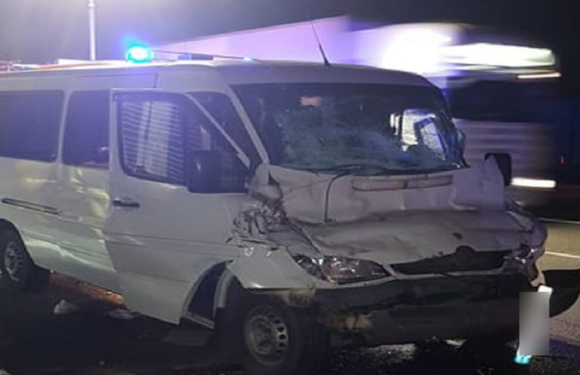 Нічна ДТП під Любліном: бус зіткнувся з вантажівкою, постраждало 7 українців [+ФОТО]