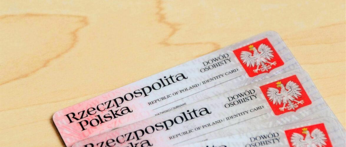 Польща з листопада видаватиме паспорти нового зразка — з відбитками пальців