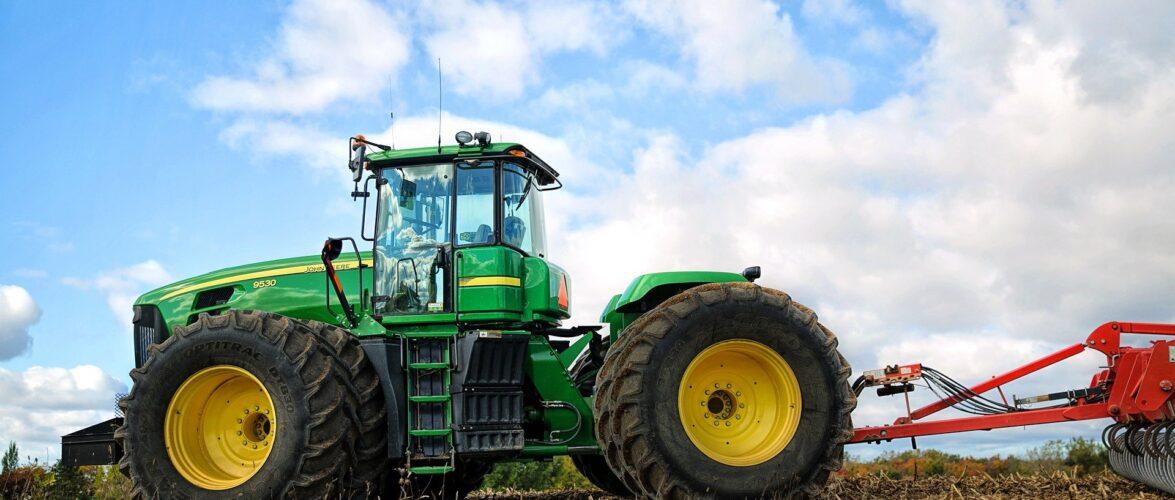 Трагедія в Польщі: трактор перекинувся на двох дітей, 5-річний хлопчик помер
