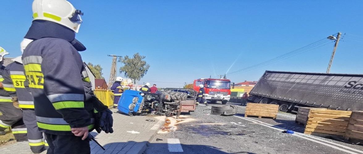 У Польщі вантажівка наїхала на трактор: в аварії серйозно постраждав 30-річний українець