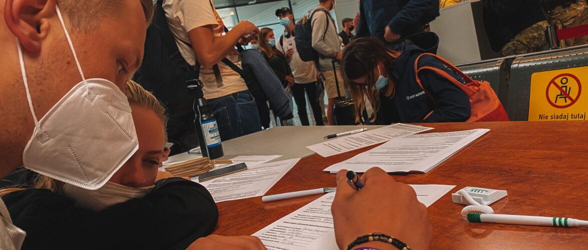Одна з польських фірм вирішила звільняти невакцинованих працівників
