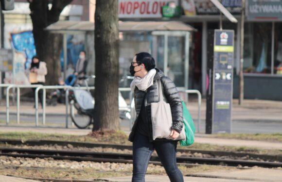 МОЗ Польщі знову наполягає на носінні масок