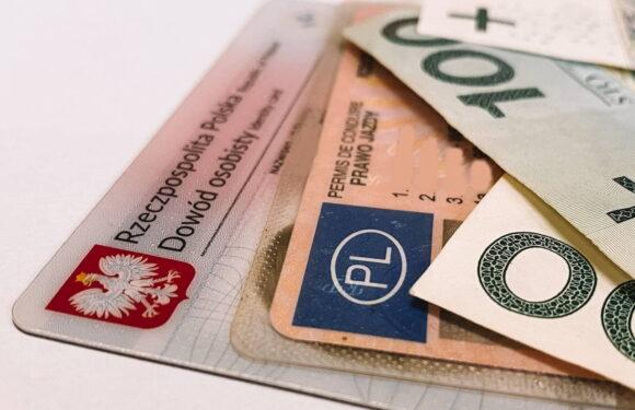 Неприємні новини і зайві витрати: ЄС вимагає від всіх водіїв заміни безтермінових прав