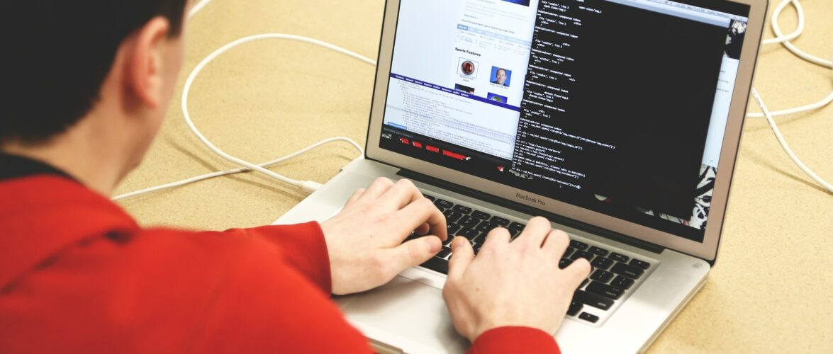 Польща передала США хакера з України
